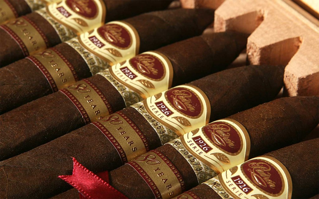 cigars_close_up_in_box