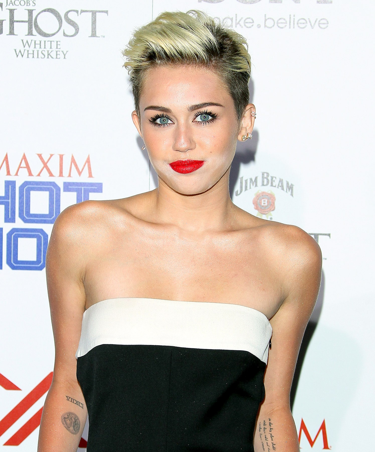 Miley Cyrus Net Worth 2018: Wiki, Married, Family, Wedding ...