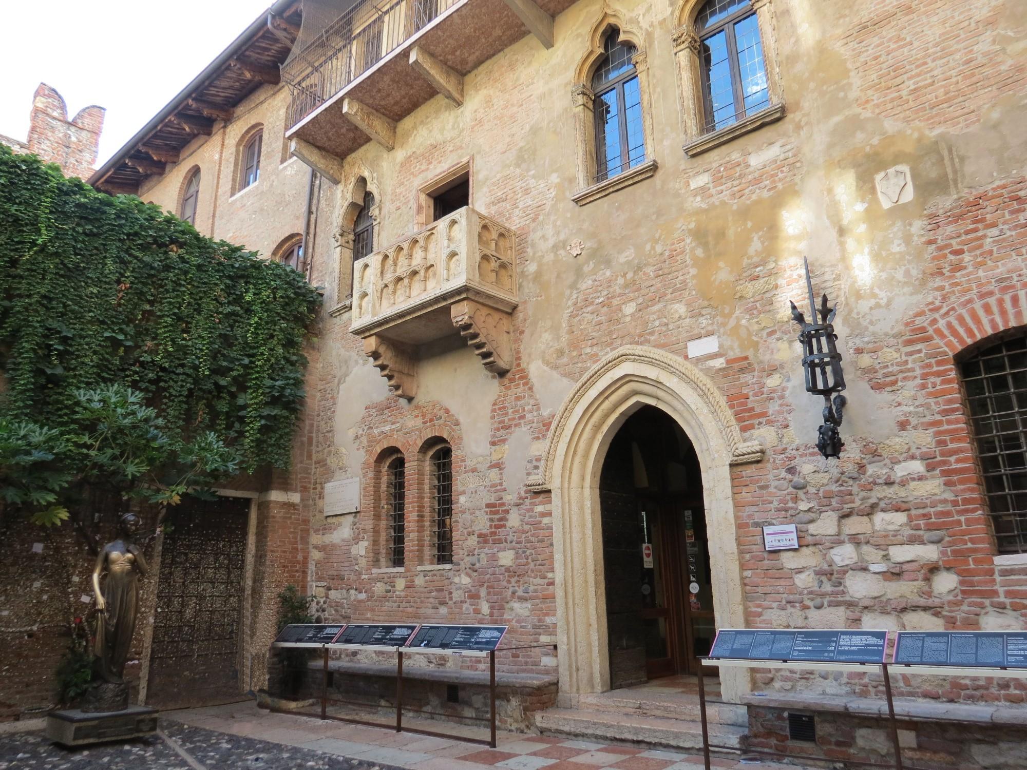 Juliet's Balcony in Verona, Italy1