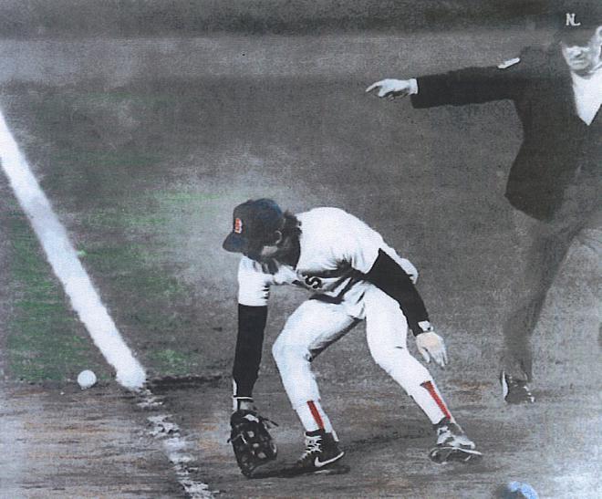 באקנר לא מצליח לתפוס את הכדור. צילום: celebritybio.org