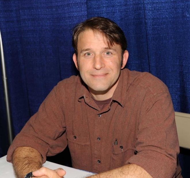 Ilan Mitchell-Smith Net Worth