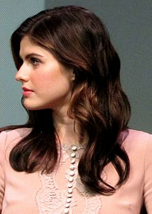 Alexandra Daddario at the Apple Store Soho in New York City, July 29, 2013.jpg