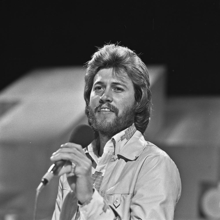 Barry Gibb (Bee Gees) - TopPop 1973 3.png